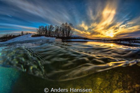 Feel the flow  In the river with great light and icefla... by Anders Hanssen