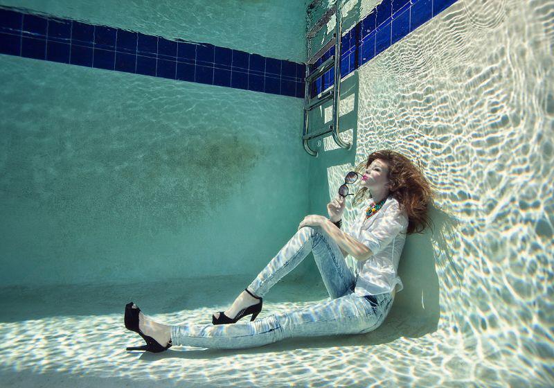 Underwater sunbathing by Lucie Drlikova