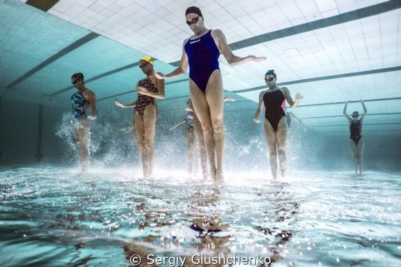 Synchron-swimming by Sergiy Glushchenko