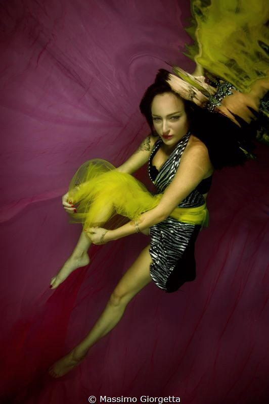 models underwater by Massimo Giorgetta