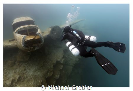 A diver wearing side mount comes face-to-face with the pl... by Michael Grebler