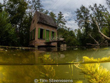 - Het Karpershuisje - Rupelmonde Belgium by Tim Steenssens