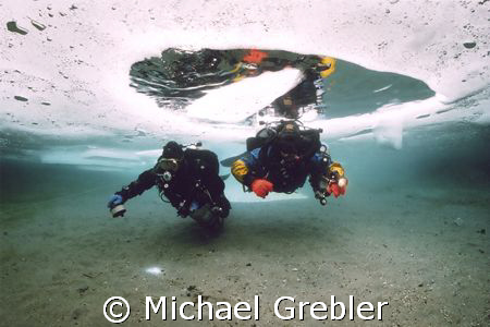 Using cave techniques, divers at the start of their dive ... by Michael Grebler
