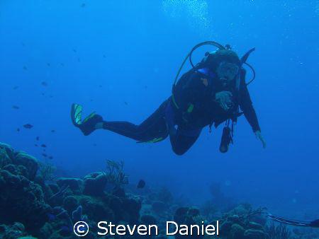 Diver Drifting on the a Cozumel drift dive by Steven Daniel