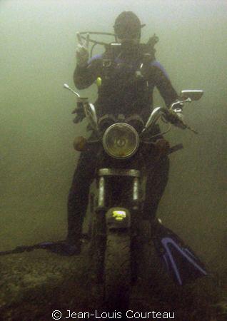 """""""Easy Diver"""" by Jean-Louis Courteau"""