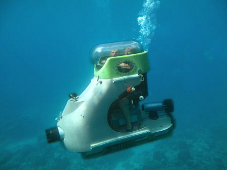 Diving for non-divers !  Personal minisubs in Mauritius by Ian Johnston
