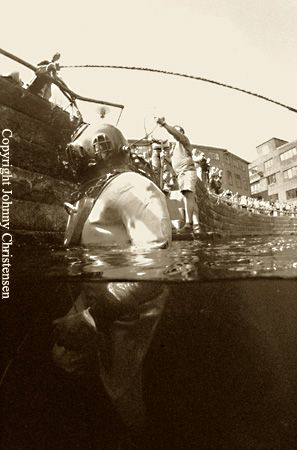 This oldfashioned diver attracted lots of attention from ... by Johnny Christensen