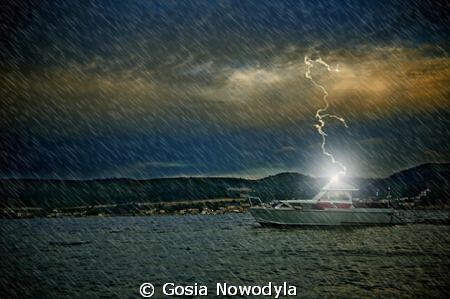 Sorry, no night diving today, the weather doesn't seem to... by Gosia Nowodyla