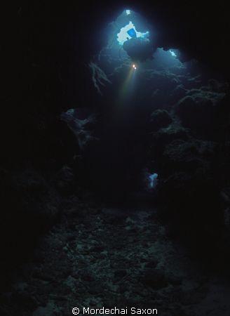 Devils Grotto, Grand Cayman.  Nikonos RS with 13mm lens. ... by Mordechai Saxon