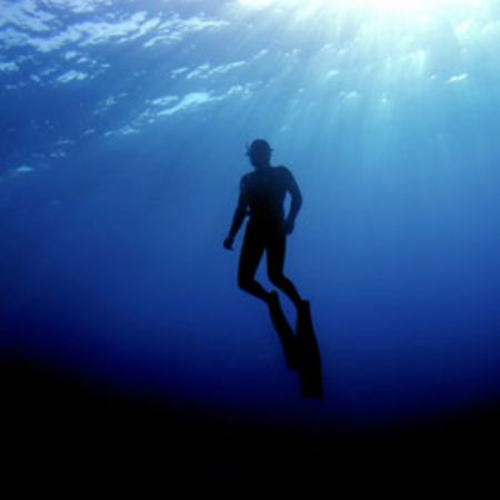 Freediver in Crete Ex. 1/400 s F 4 Iso 64 No Strobe o... by Charalampos Stratoudakis