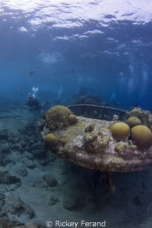 Tugboat dive site - Curacao by Rickey Ferand