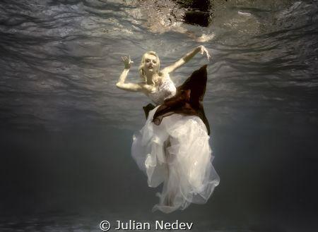 UNDERWATER DANCE 2 by Julian Nedev