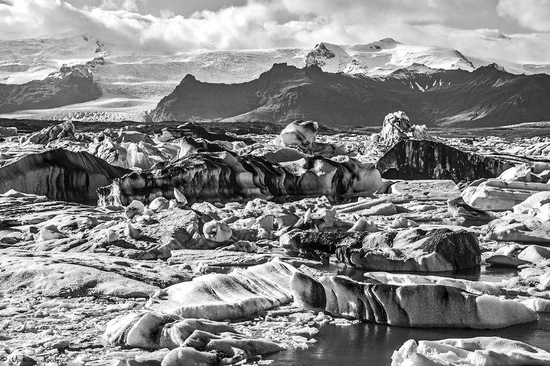 Jökulsárlón glacier in B&W (iceland) by Mathieu Foulquié