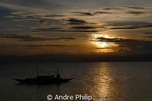 Sundown on the end of an amazing diving day in moalboal by Andre Philip