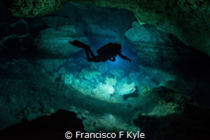 IN THES IMAGE U CAN SEE THE DIVER GOING IN INTO THE HALOC... by Francisco F Kyle
