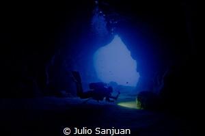 Pont d'en Gil cave by Julio Sanjuan