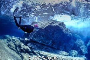 Diver under the wave by Julio Sanjuan