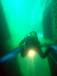 penetrating the wreck of el kapitan, subic bay, philippines by Carlos Munda