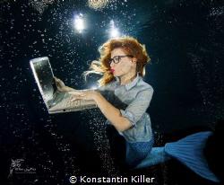 Thema : Bürostress bei Meermädchen. Model: Taty Bob Ort... by Konstantin Killer