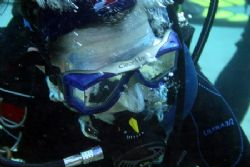 New Diver - looks like a Pro for only 9 dives. by Glenn Poulain