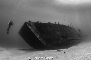 Deep LCU on the West side, Oahu, HI. by Stuart Ganz