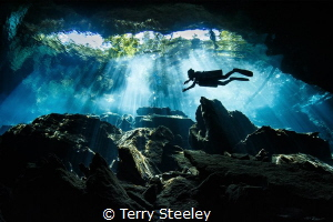 Diver explores the cavern mouth at Kulkulkan cenote — Su... by Terry Steeley