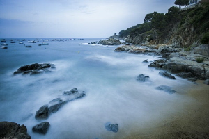 Sant-Roc beach (Calella, costa Brava) by Mathieu Foulquié