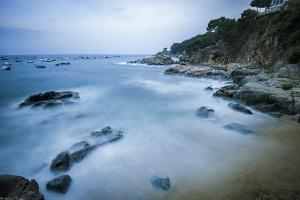 Sant-Roc beach (Calella, costa Brava) by Mathieu Foulquié