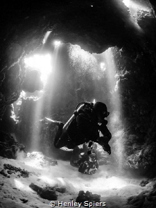 Divers in 'The Cathedral', Cabilao by Henley Spiers