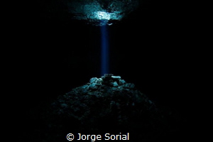 Beam me up, Scotty! Photograph taken in the Tajma Ha ceno... by Jorge Sorial