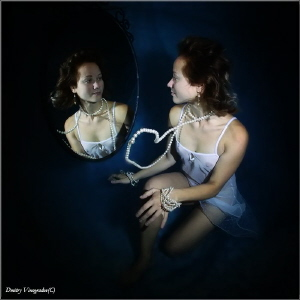 At the mirror by Dmitry Vinogradov
