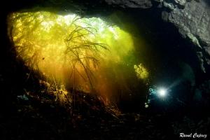 Unusual lighting (Tajma Ha - Esmeralda) by Raoul Caprez