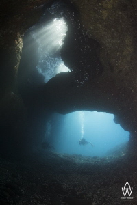 """Cap la Houssaye"" - Divers exploring the volcanic tunnels... by Allen Walker"