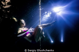 Underwater pole-dancing by Sergiy Glushchenko