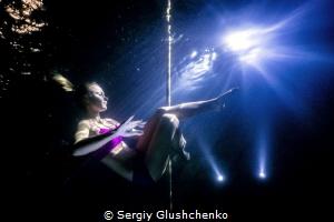 Underwater pole-dancing by Sergiy Glushchenko