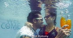 Underwater Love , shoot at canon mark III by Richard Antony