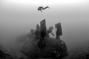 weightlessness reloaded (Sea venture's wreck, Reunion isl... by Mathieu Foulquié