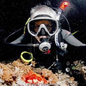 Night diving... by Sergiy Glushchenko