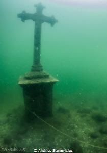 Cross monument. by Andrius Stanevicius