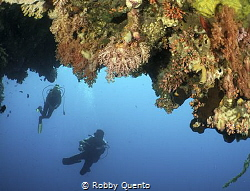 Divers & Overhang by Robby Quento
