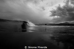 Black & Wave by Jérome Mirande
