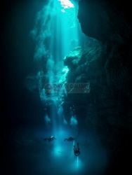 Divers descending into 'The Pit' - Olympus OM-D EM-1, Pan... by Oktay Calisir