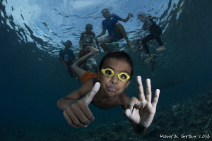 Village kids from Saumlaki - diving for the Camera with h... by Henrik Gram Rasmussen