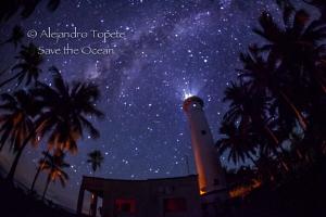 Milky way and Lighthouse, Isla Lobos México by Alejandro Topete