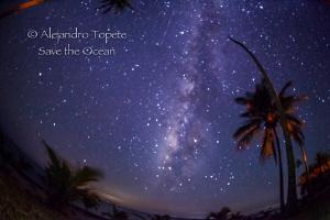 Milky Way with shooting Star, Isla Lobos México by Alejandro Topete
