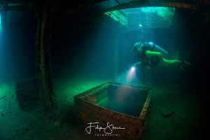 Exploring the inside of the wreck Fang Ming, La Paz, Mexi... by Filip Staes