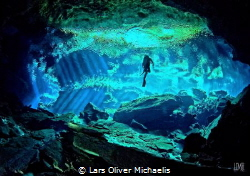 cathedral kukulkan-cenote by Lars Oliver Michaelis