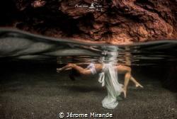 Entre deux mondes by Jérome Mirande