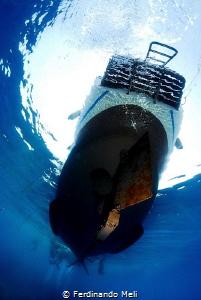 Diving boat attend divers... by Ferdinando Meli