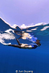 free diving in komodo, i see my dive buddy swim just unde... by Jun Ouyang